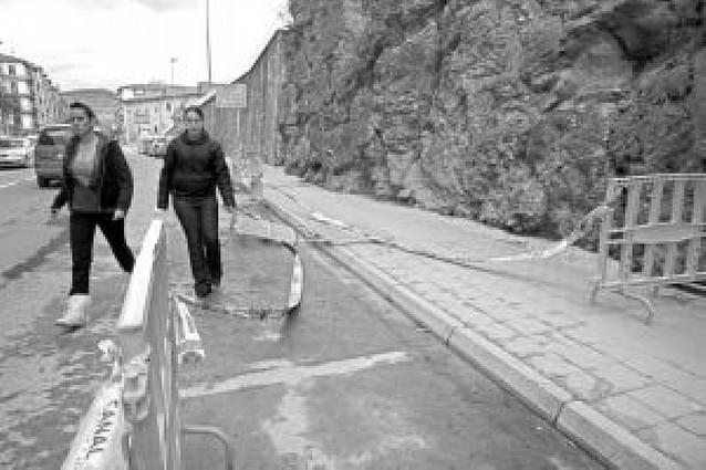 El desprendimiento de una piedra obliga al Ayuntamiento a intervenir en la roca de Yerri