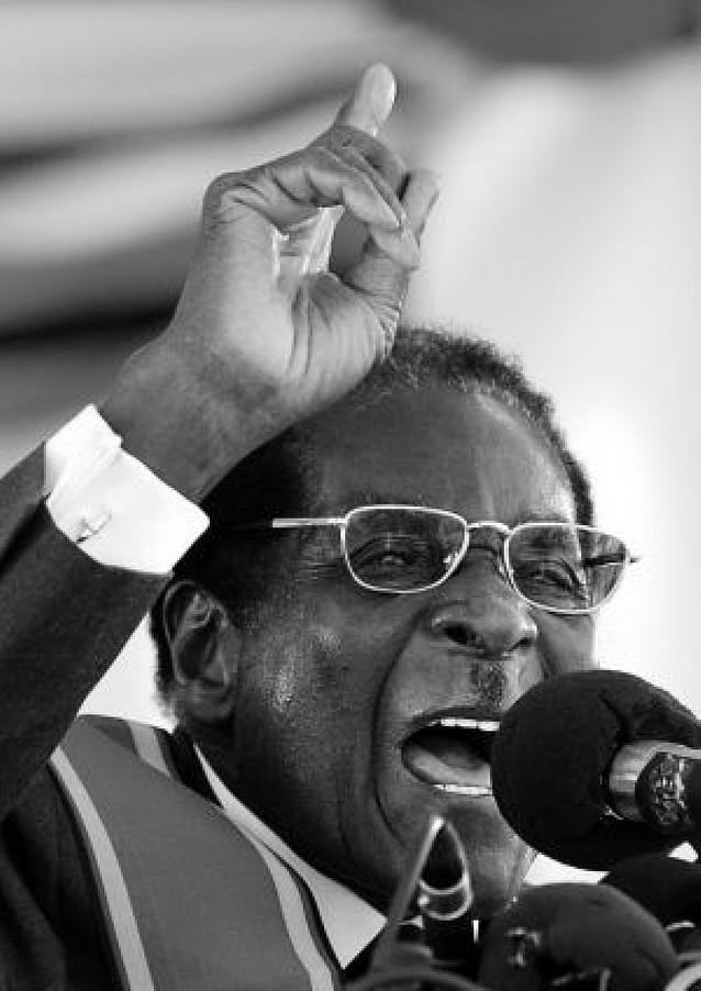 """Mugabe acusa a los """"ladrones británicos"""" de robar Zimbabue"""