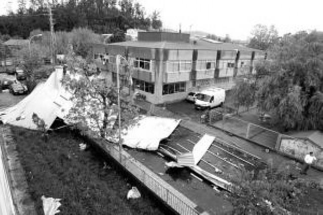 El temporal de viento, lluvia y nieve causa numerosos daños en Galicia y su litoral