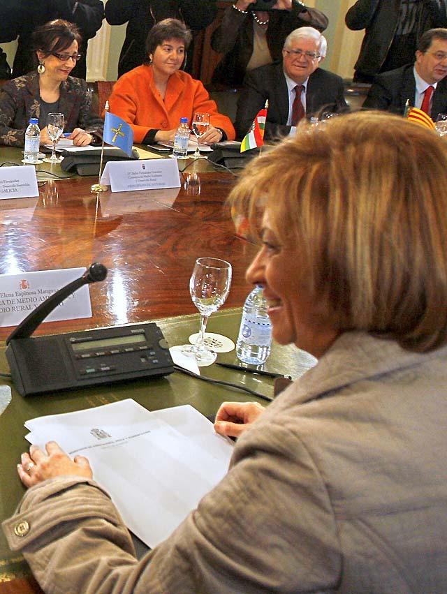 Espinosa afirma que no se va a reabrir el debate sobre el trasvase del Ebro