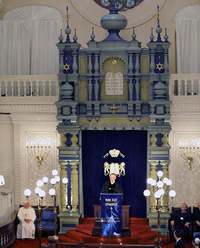 Benedicto XVI visita una sinagoga neoyorquina y es alabado por su trabajo en el diálogo interreligioso