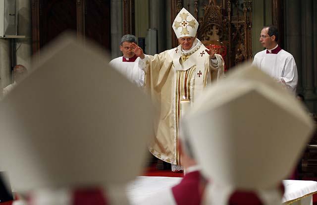 Benedicto XVI celebra la primera misa pontifical en la catedral de San Patricio