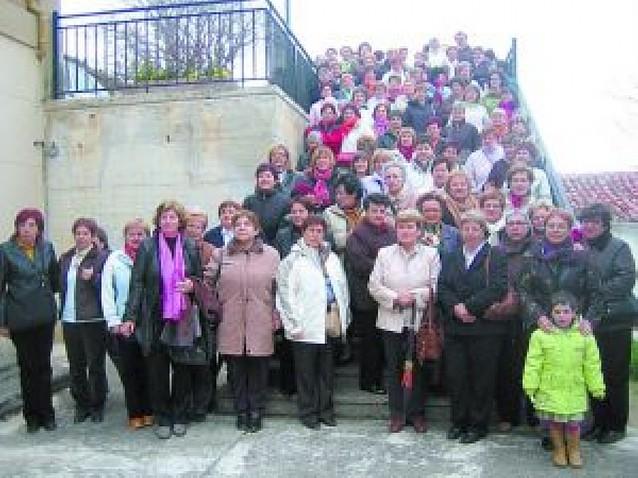 El valle de La Berrueza descubre sus tesoros a 130 mujeres de Ancín-Améscoa