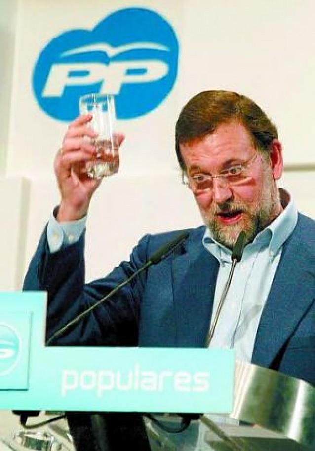 Rajoy reafima su candidatura y planta cara a Esperanza Aguirre