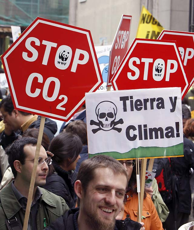 Miles personas se manifiestan en Madrid para pedir que se actúe ya frente al cambio climático