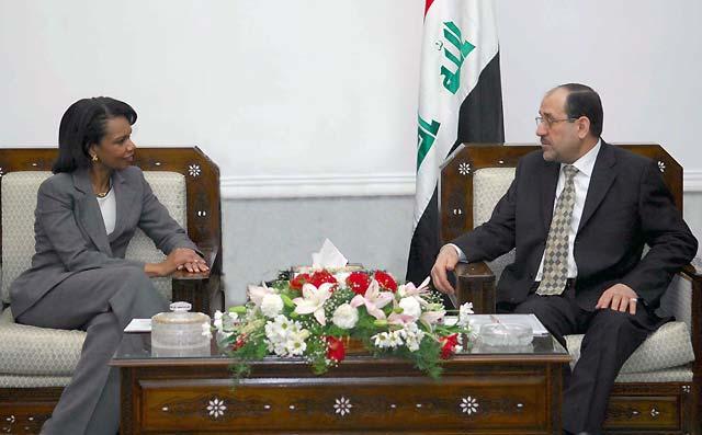 """Rice visita Irak por sorpresa para apoyar el nuevo """"núcleo"""" político"""