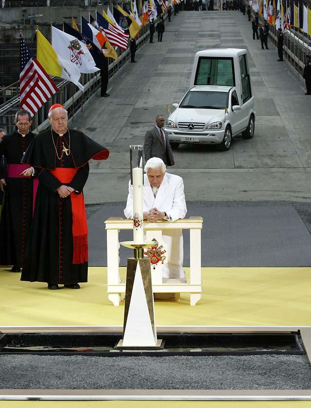 """El Papa reza en la """"zona cero"""" para que la paz llegue a un """"mundo violento"""""""