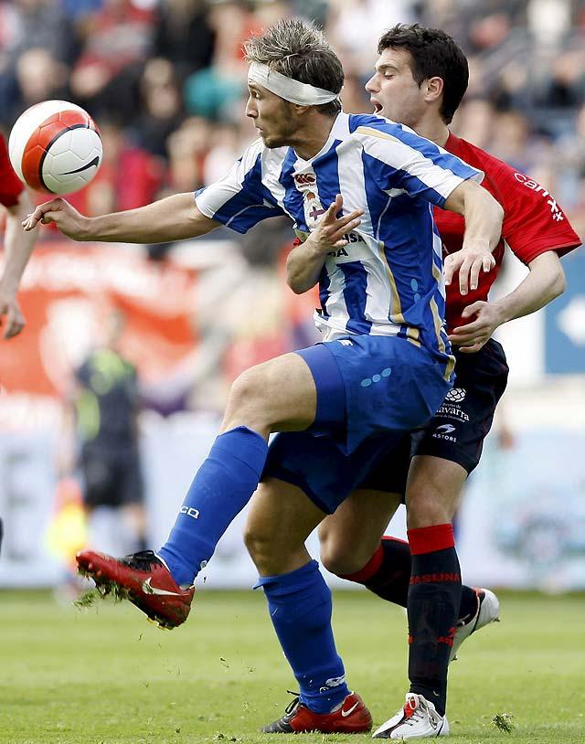 El Deportivo se lo pone difícil a Osasuna gracias a un polémico penalti (0-1)