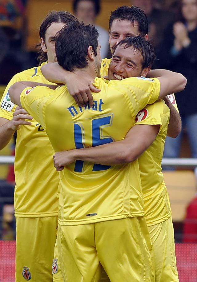 El Villarreal recupera el segundo puesto ante un rival que sólo puso voluntad (2-0)