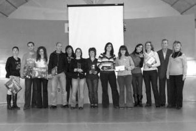 Una pareja de Alfaro se lleva el premio del XII Concurso de puzzles de Castejón