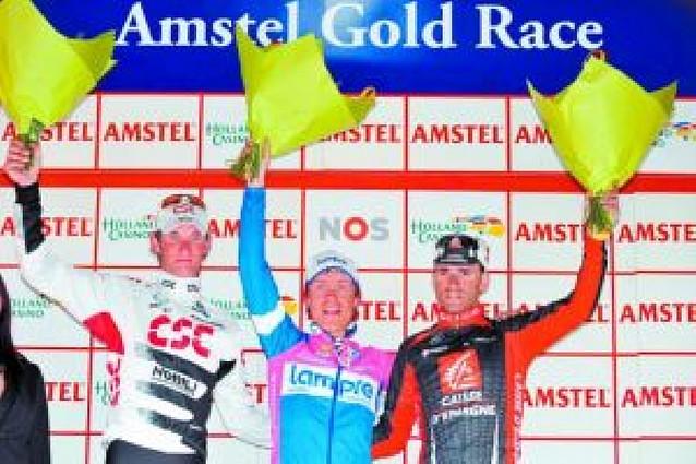 Cunego se bebe la Amstel