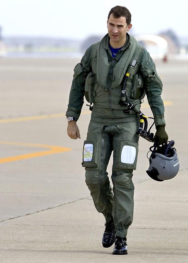 """El Príncipe afirma que el cazabombardero Eurofighter """"es la máquina perfecta"""""""