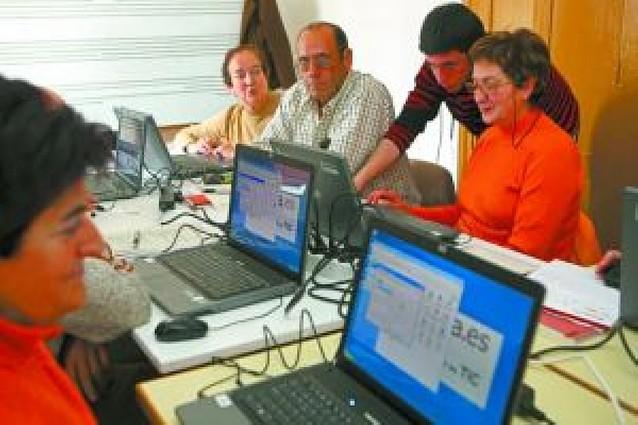 Las nuevas tecnologías llegan a los vecinos de Lerín, Oteiza y Dicastillo