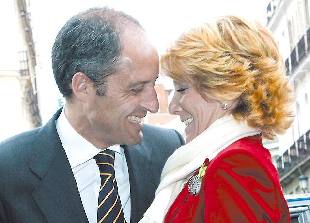 Esperanza Aguirre deja la vía libre a Mariano Rajoy para presidir el partido