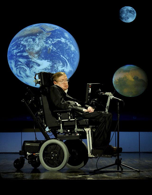 Stephen Hawking insta a continuar la conquista del espacio