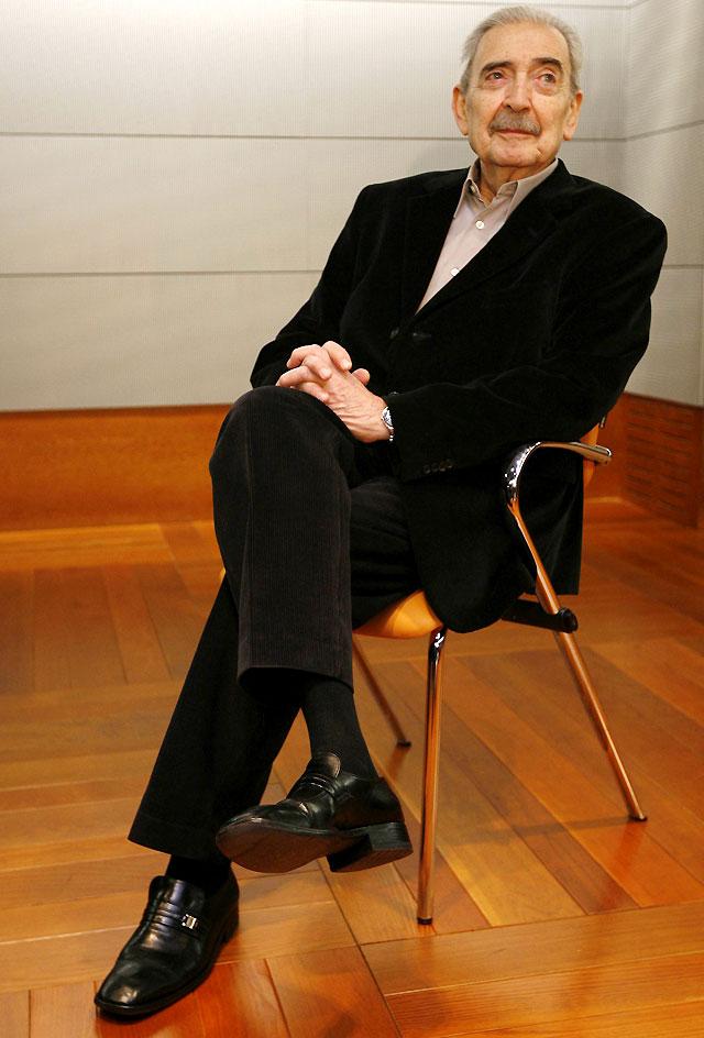 Juan Gelman recibe mañana el Premio Cervantes en el acto central del Día del Libro