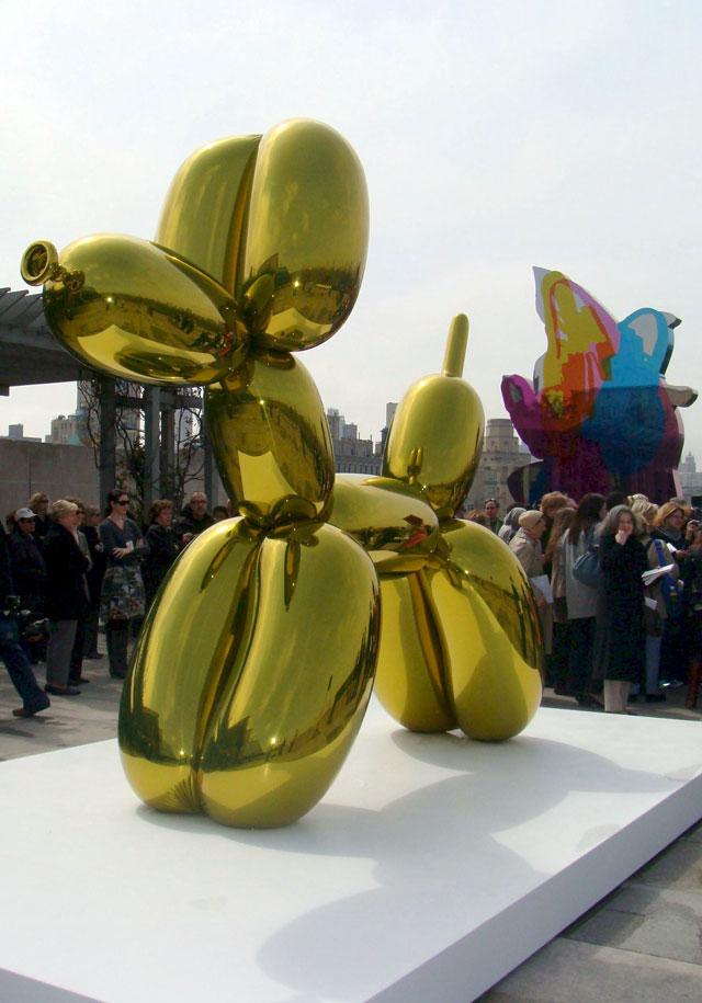 Jeff Koons se sube a la azotea del Metropolitan para exponer sus esculturas