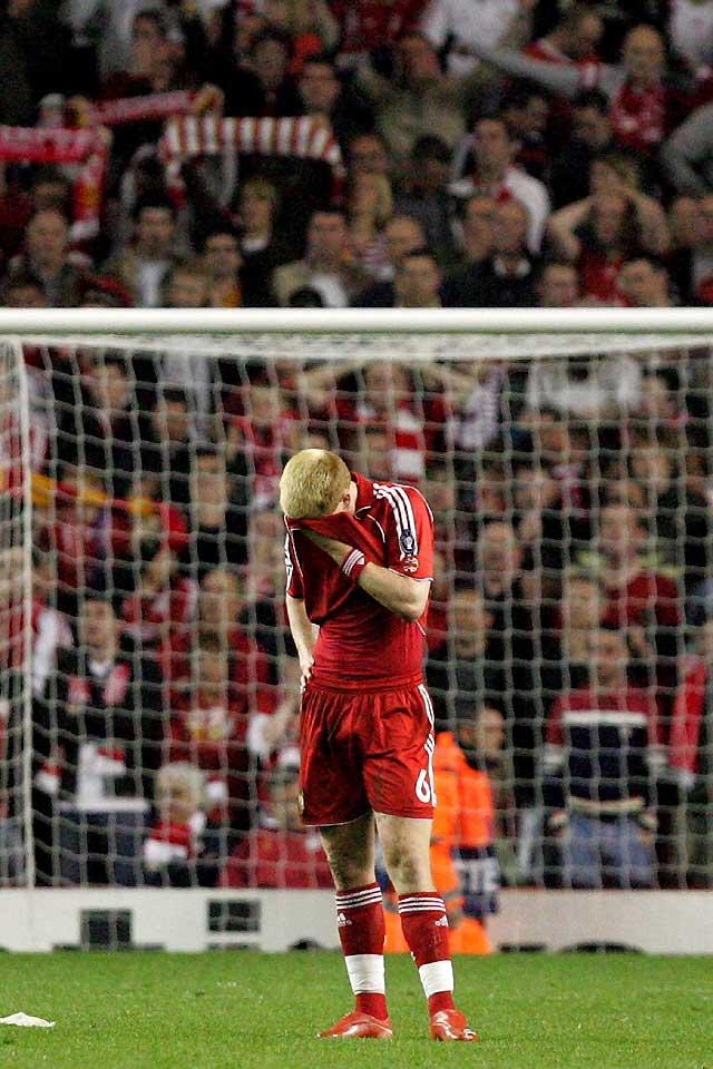 Un gol en propia puerta del Liverpool da ventaja al Chelsea (1-1)