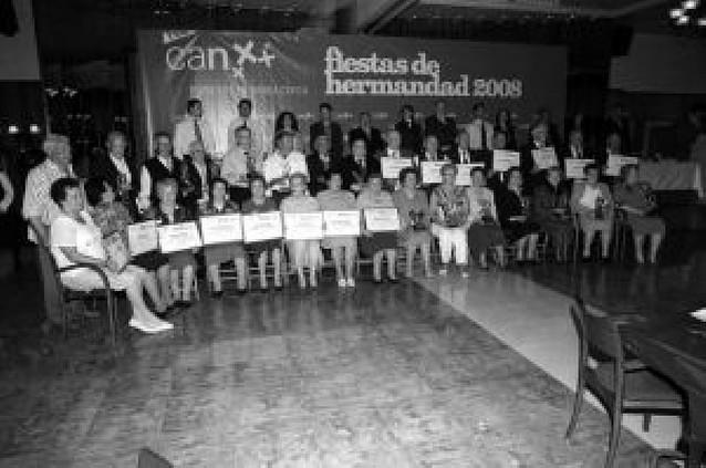 Caja Navarra homenajea a 23 matrimonios riberos