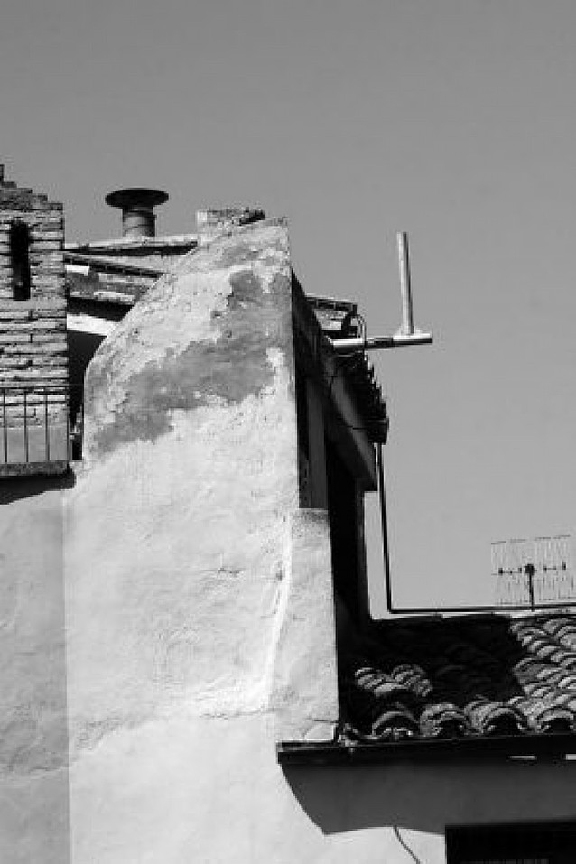 El consistorio de Tudela retira una de las 3 antenas ilegales de móvil