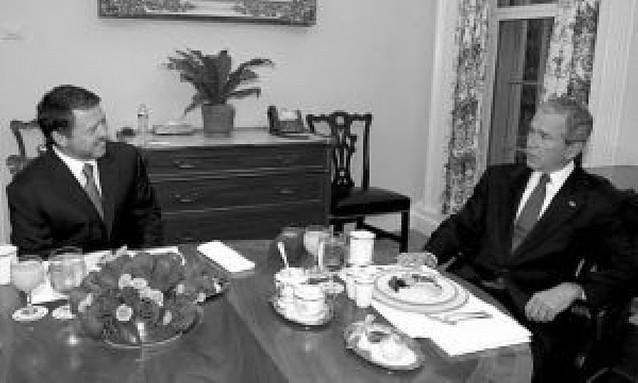 Bush mantiene contactos con el rey de Jordania y el presidente palestino