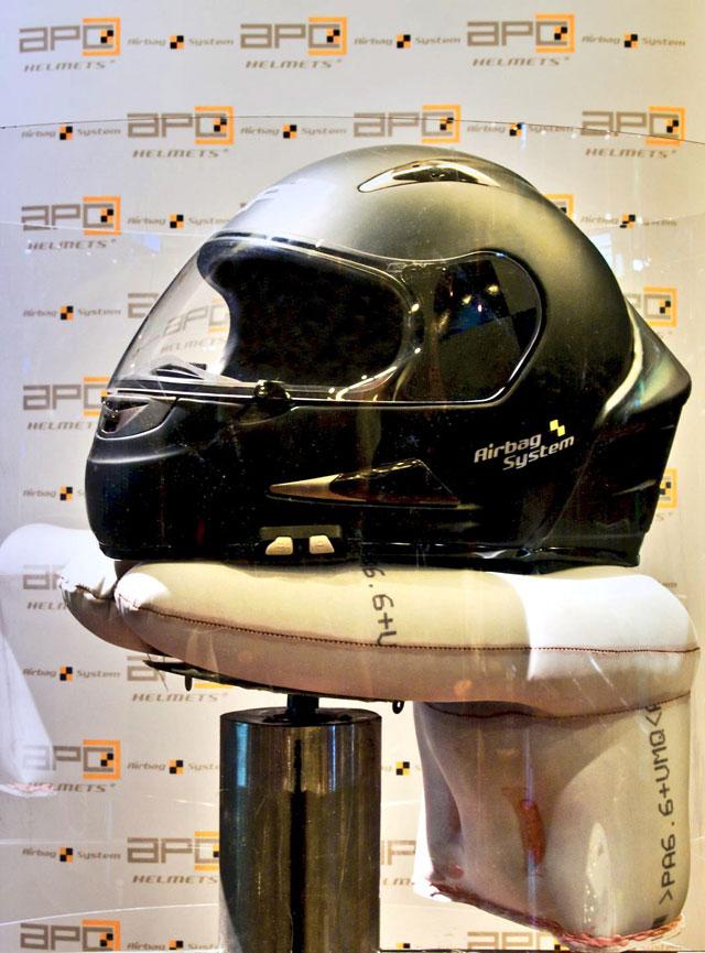 El primer casco de motorista con airbag, a la venta en mayo por 829 euros