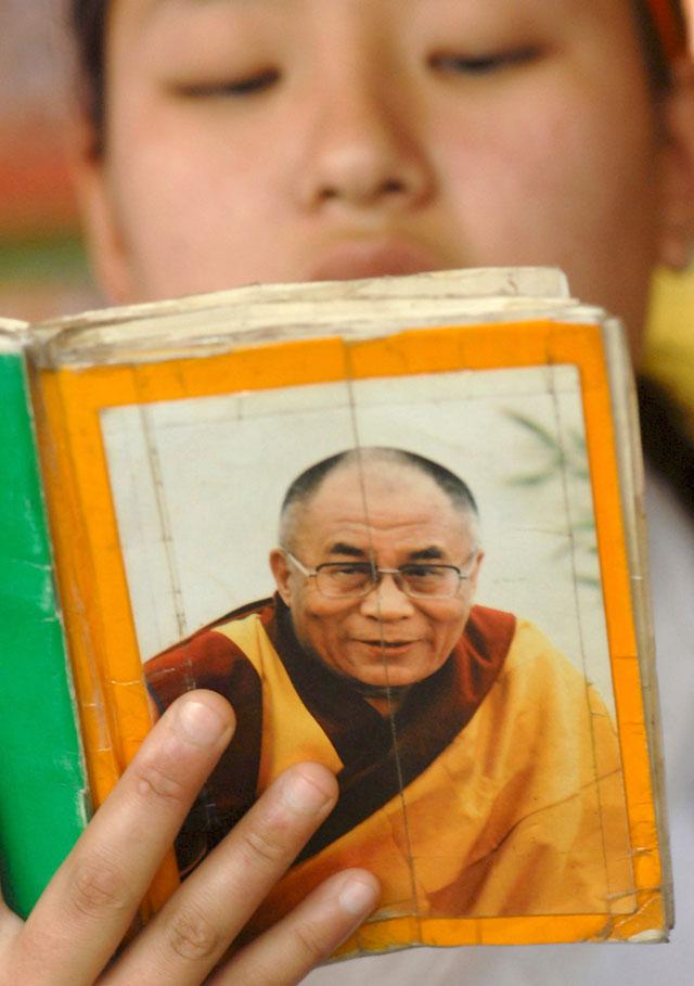 El Gobierno chino acepta reunirse con un emisario del Dalai Lama