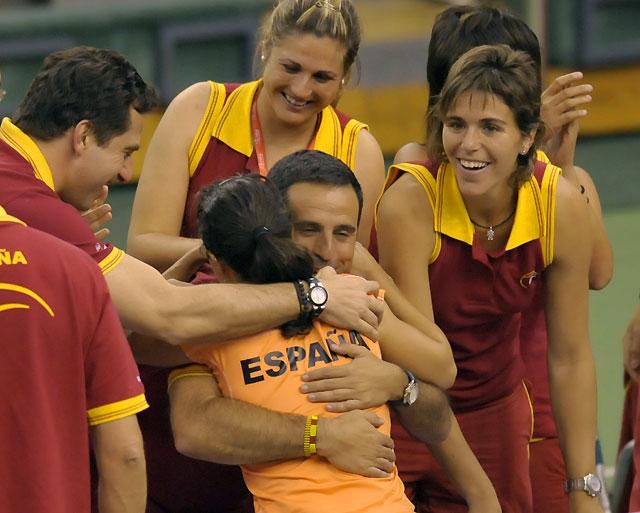 Nuria Llagostera mete a España en la final de la Copa Federación seis años después