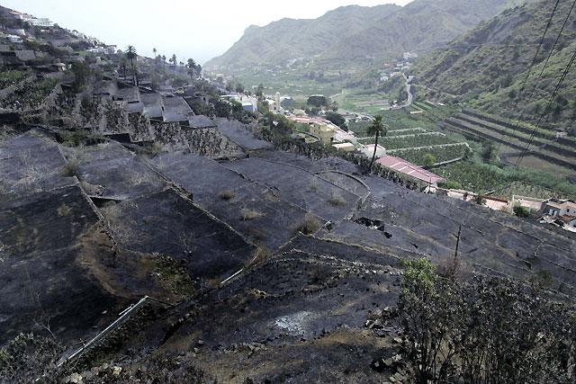 El incendio de la Gomera amenaza el parque nacional de Garajonay
