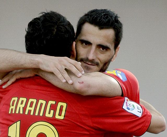 El Mallorca frena el sueño del Racing de entrar en Liga de campeones