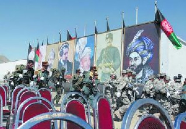 El presidente de Afganistán sale ileso de un ataque cuando presidía un desfile militar