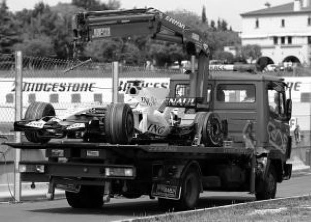 Gana Ferrari y abandona Alonso