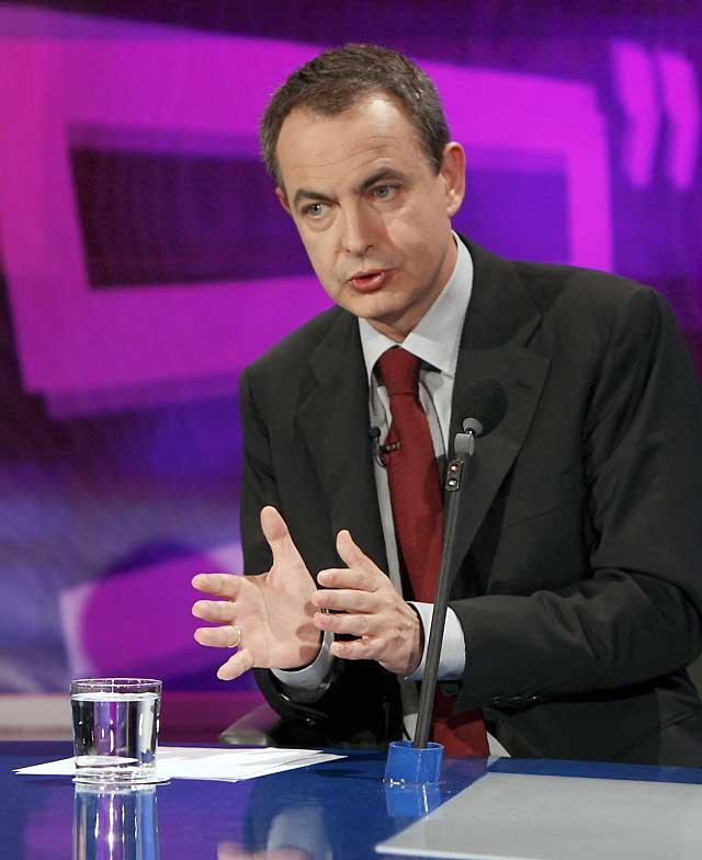 """Zapatero dice que la inflación empezará a bajar """"ya"""" y rechaza que haya habido """"engaño"""" sobre la situación económica"""