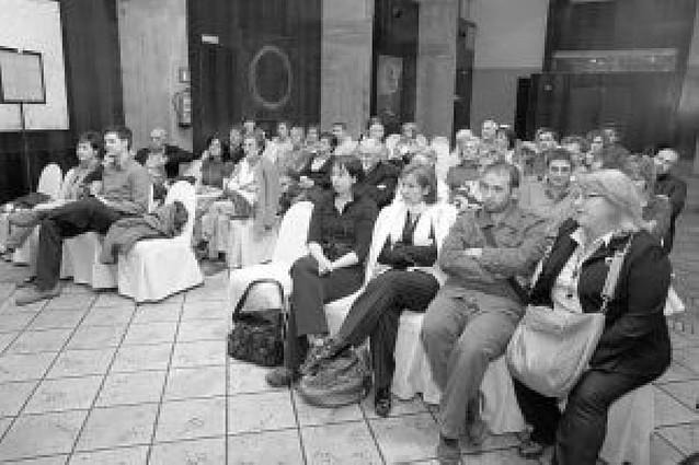Un homenaje al librero fallecido Julio Mazo reúne a alrededor de 50 personas