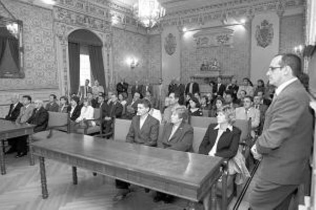 Recepción en el ayuntamiento a los participantes en un master de calidad de la UNED