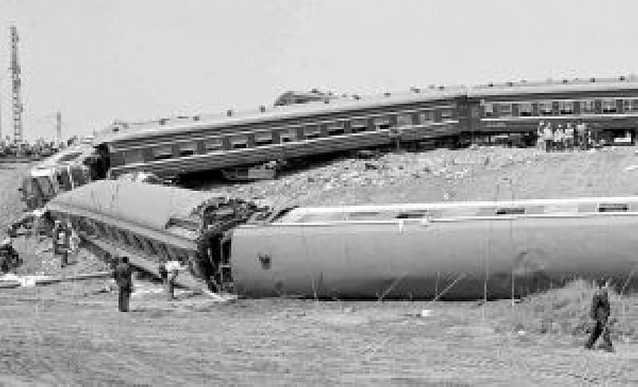 Al menos 70 personas mueren al chocar dos trenes en China
