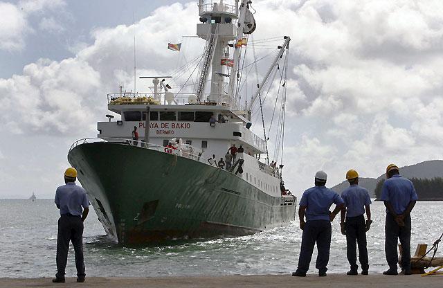 """Los tripulantes del """"Playa de Bakio"""" dicen al llegar a las Seychelles que sufrieron un trato """"vejatorio"""""""