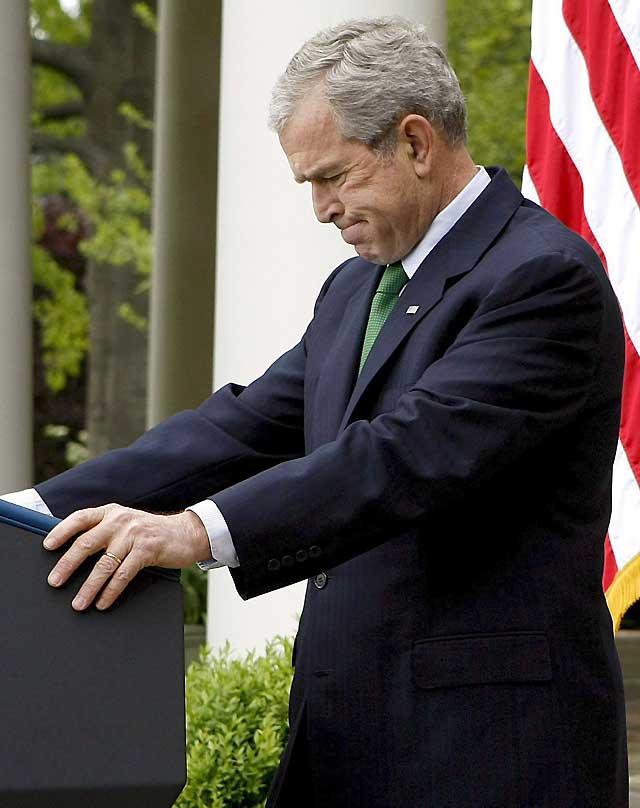 Bush pide que EEUU aumente la explotación y prospección del petróleo del país