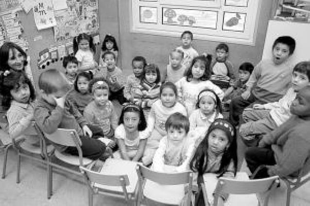 """Educación intenta """"no sobrecargar"""" los centros con muchos inmigrantes"""