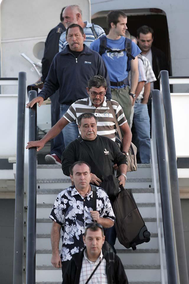 """Los pescadores del """"Playa de Bakio"""" sólo quieren privacidad y reunirse cuanto antes con sus familiares"""