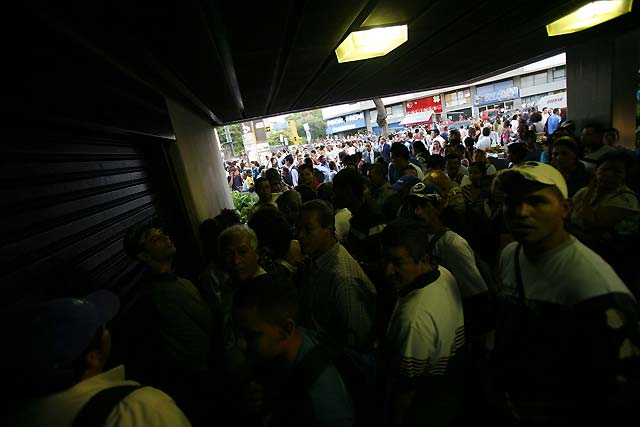 Un fallo en el suministro eléctrico deja sin luz a Caracas y a la mitad de Venezuela