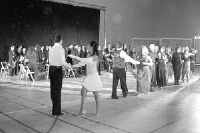 Los bailes de salón y la música de banda se unieron en San Adrián