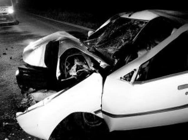Herido muy grave un joven al chocar su coche con un árbol en Pamplona