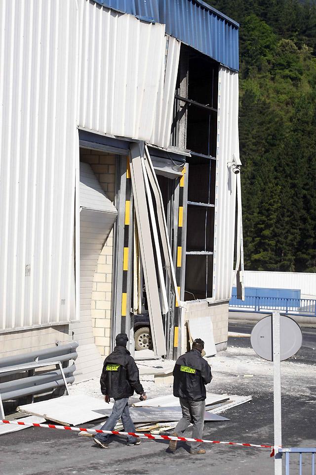 Explosionan a medianoche tres artefactos de ETA en San Sebastián y Arrigorriaga sin causar heridos