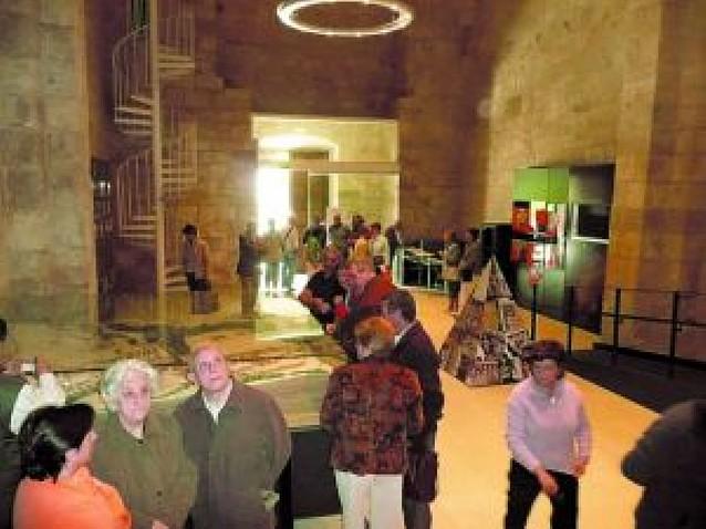 Trescientas personas visitan Santa María Jus de Estella durante su primer día de apertura