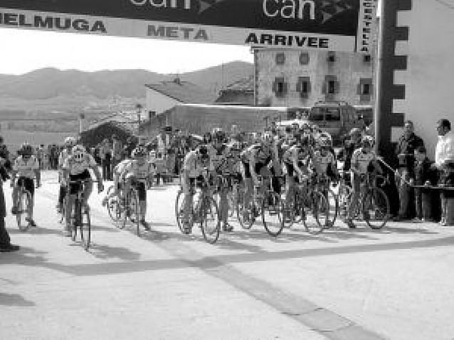 Sesenta ciclistas en la segunda carrera de escuelas en Názar