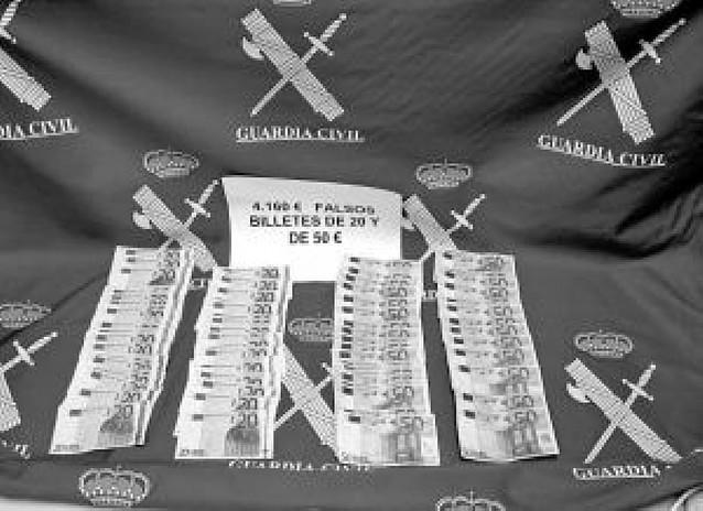 Detenidos con 4.160 euros en billetes falsos de 50 y 20