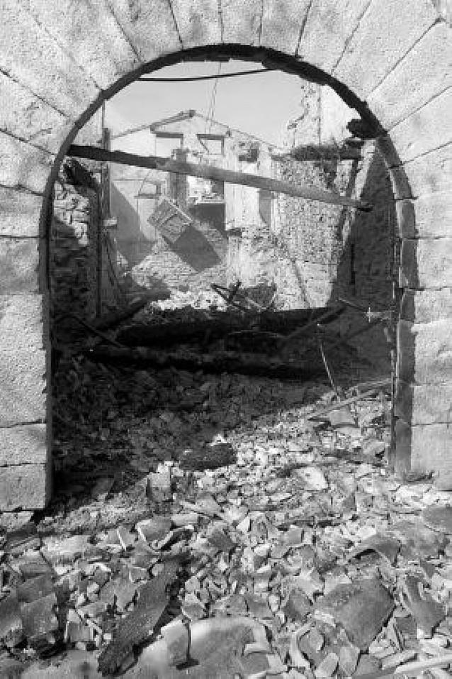 Un incendio destruye de madrugada una casa en Lacabe, en el valle de Arce