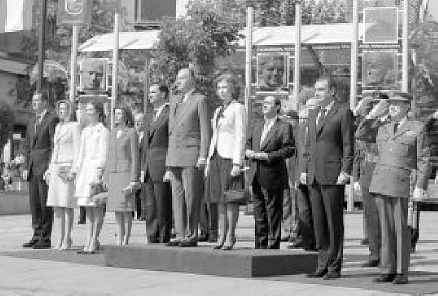 """El Rey evoca """"la lucha colectiva por la libertad"""" en el bicentenario del Dos de Mayo"""