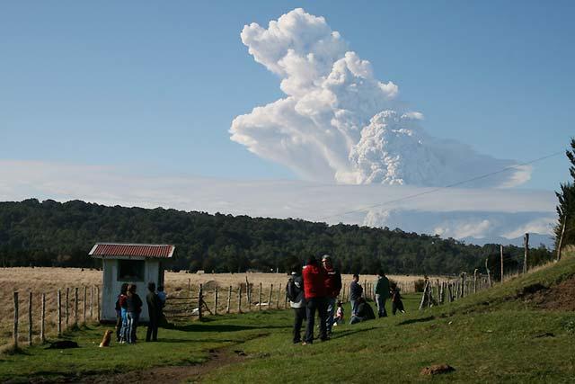 Evacuado un pueblo en Chile ante la actividad del volcán Chaitén